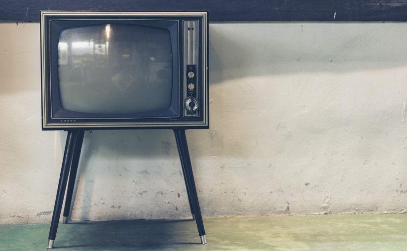 Wspólny odsapnięcie przed tv, lub niedzielne serialowe popołudnie, umila nam czas wolny oraz pozwala się zrelaksować.